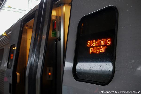 städning pågår, tågstädning, städning av tåg, x2000