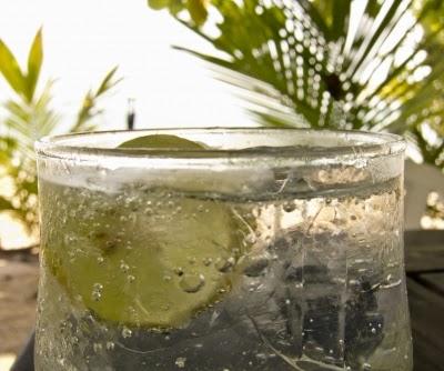وصفة الليمون والماء لتنظيف الكبد من السموم