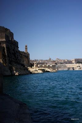 dfhoto Foto Vista Vertical de Valleta desde Birgu o Victoriosa (Las Tres Ciudades)