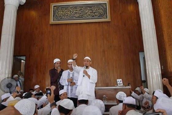 Jefereson dan Indra masuk Islam di Masjid Az Zikra