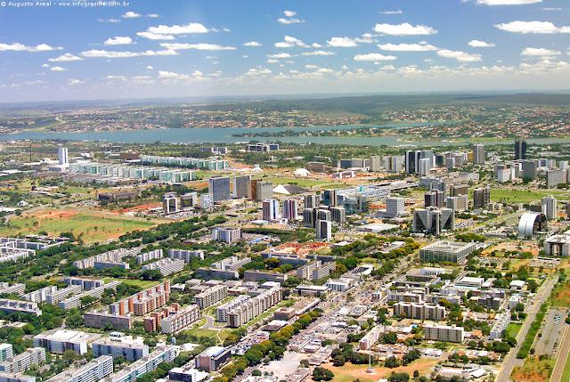 Foto aérea da zona central de Brasília