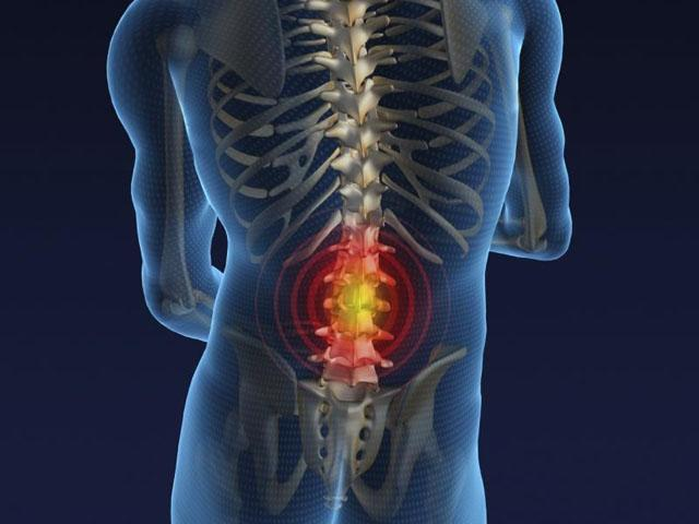 El síntoma el dolor en la espalda más abajo de los riñones