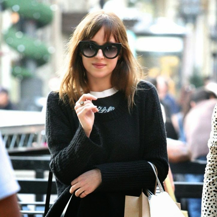 Dakota Johnson use sun glass