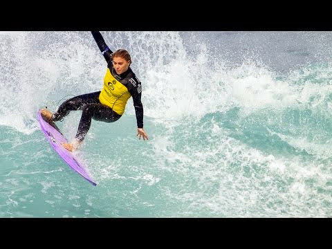 Stoyle Upsets Moore in Round 1 of Rip Curl Women s Pro Bells Beach