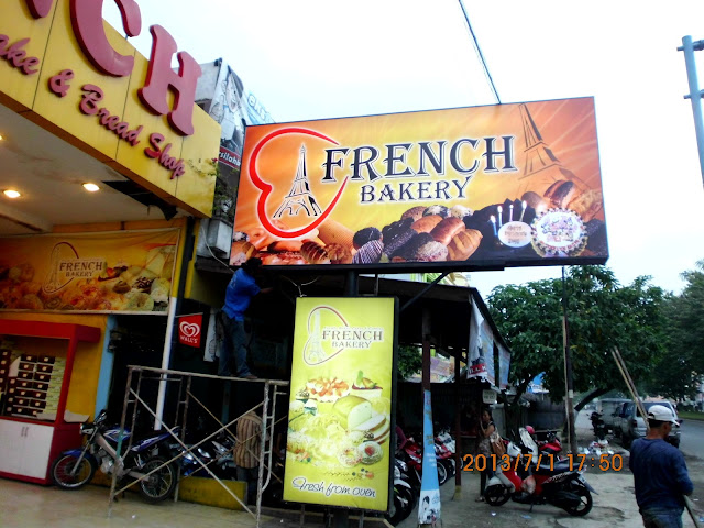 Pemasangan Neon Box French Bakery