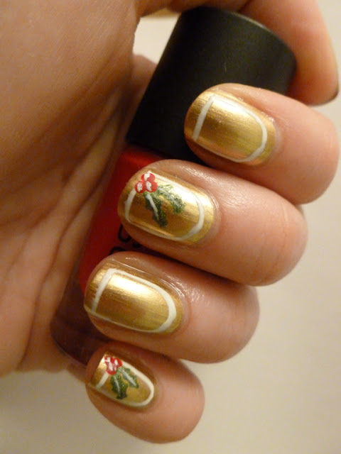 Maybelline Bold Gold Holly Frame Mani