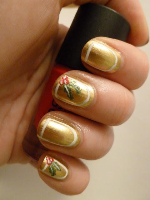 Maybelline Bold Gold Holly Frame Mani