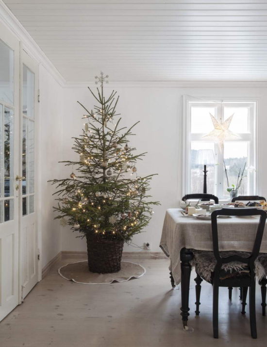 Christmas decorations in the home of Anna Truelsen photographed by Carina Olander