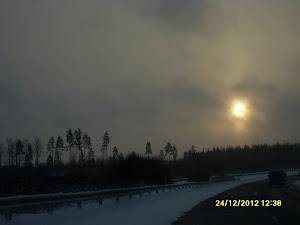 Joulupukki Suomessa taivaltaa halki nietosten joulun alla ja aattona luokse lasten kilttien