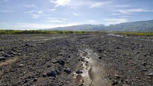 The pingsh blog sous le pont coule la rivi re de galets - Galet de riviere ...