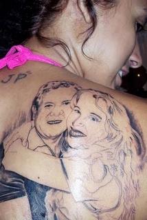 Fã quer apagar tatuagem de Joelma e Chimbinha das costas