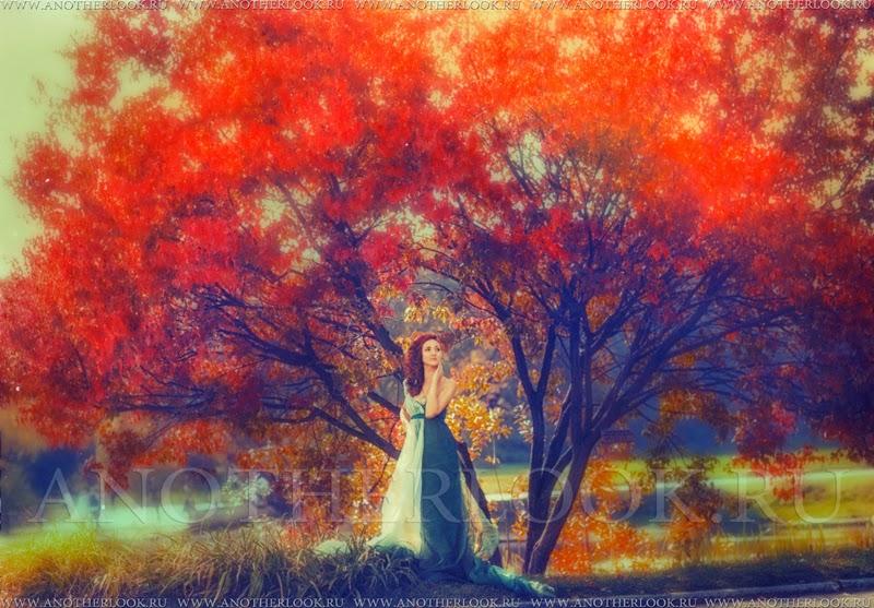 Девушка у дерева лесная нимфа