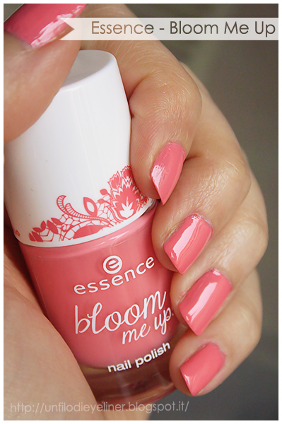 essence bloom me up chaising lace swatch
