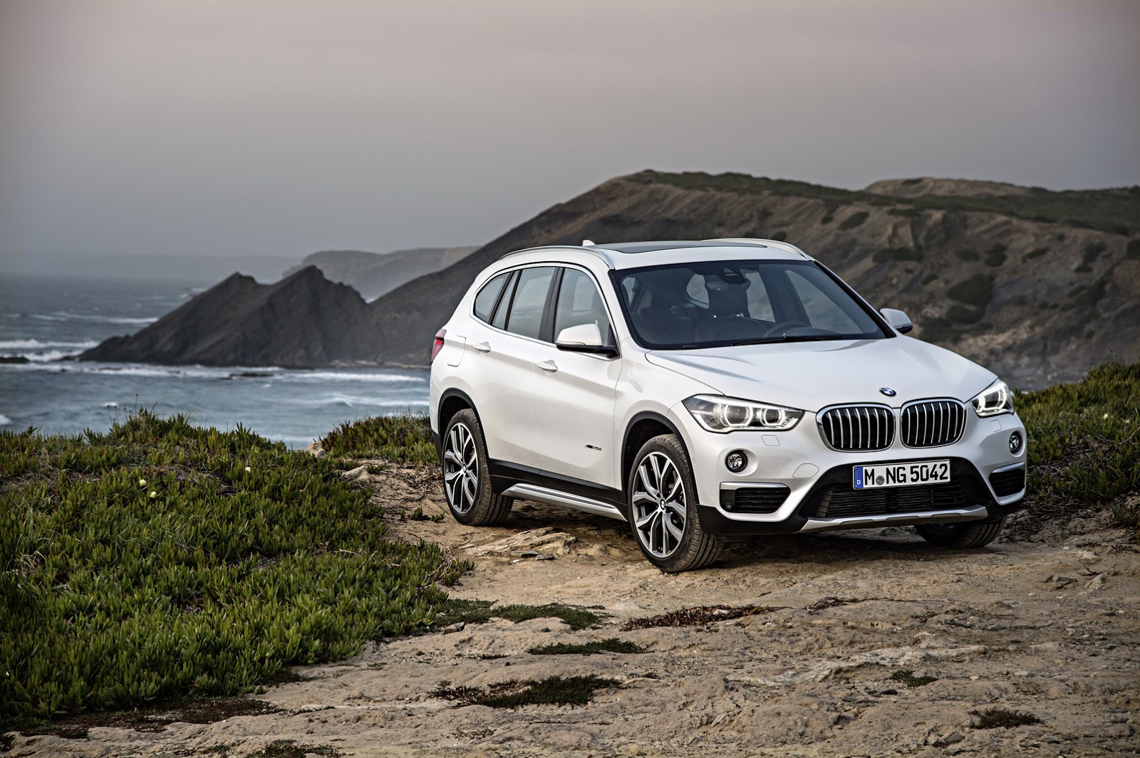 2016 bmw x1 moves into its second generation 76 photos video. Black Bedroom Furniture Sets. Home Design Ideas