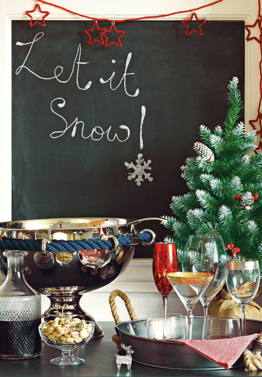 Christmas,  Lifestyle  image,  homes,  interiors,  HomeSense,  Christmas  tree,  black  board,  let  it  snow