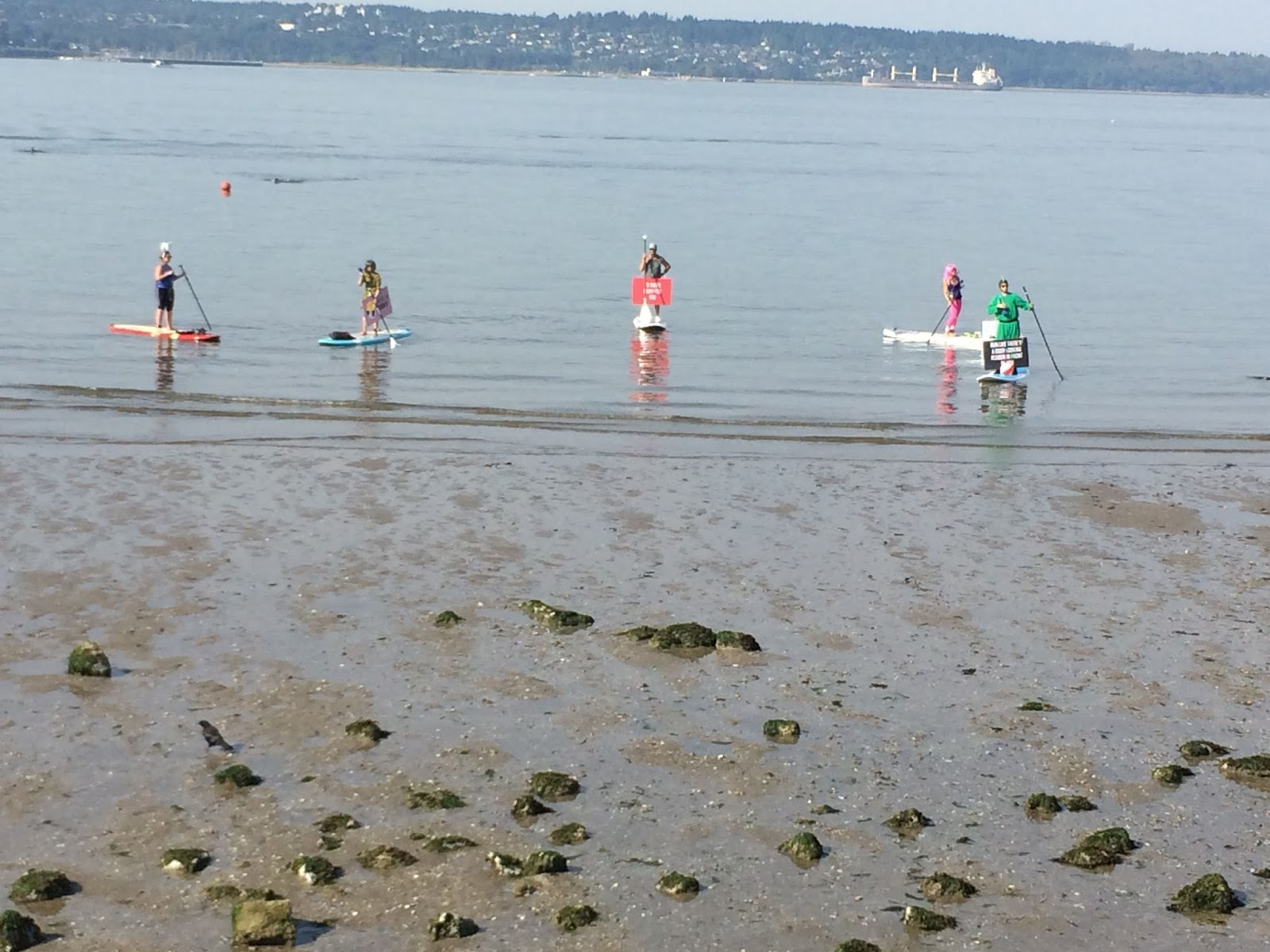 lululemon sea wheeze half marathon paddleboarders