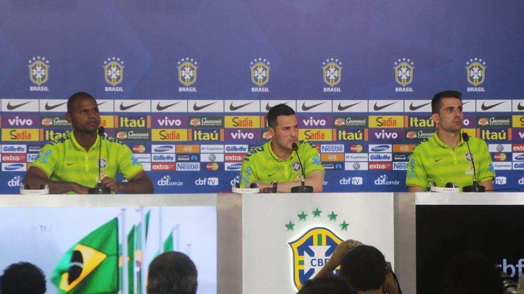Os goleiros Júlio Cesar, Jefferson e Victor falam à imprensa em entrevista coletiva