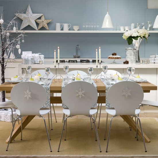 New home interior design 10 christmas dining room looks for Dining room looks