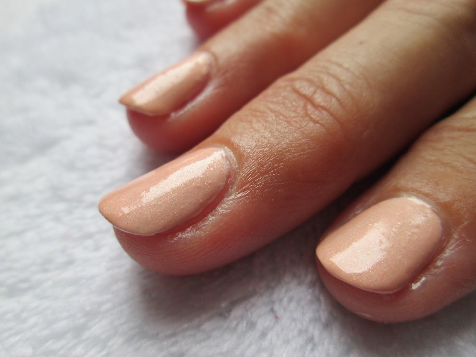 PiggieLuv: Dandelion nail art