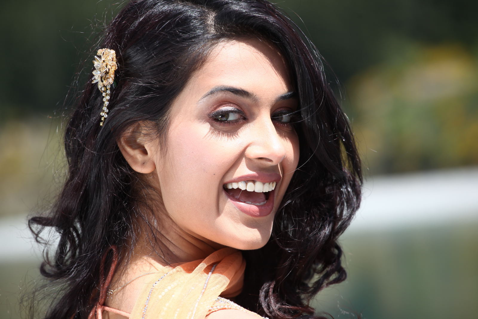Sara Jane Dias Sizzling Cute Beautiful Wallpapers 2012