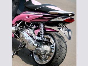 motor adalah penambahan body kit berlambang sayap mengepak di sampul
