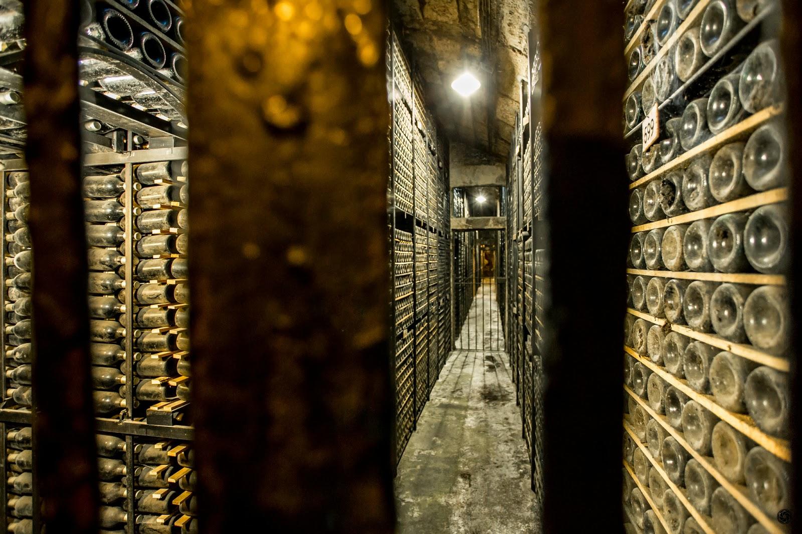 Botellería, mausoleo :: Canon EOS 5D MkIII | ISO6400 | Canon 17-40 @17mm | f/4.0 | 1/25s
