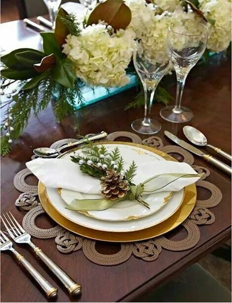 Elegant Christmas Table Place Setting