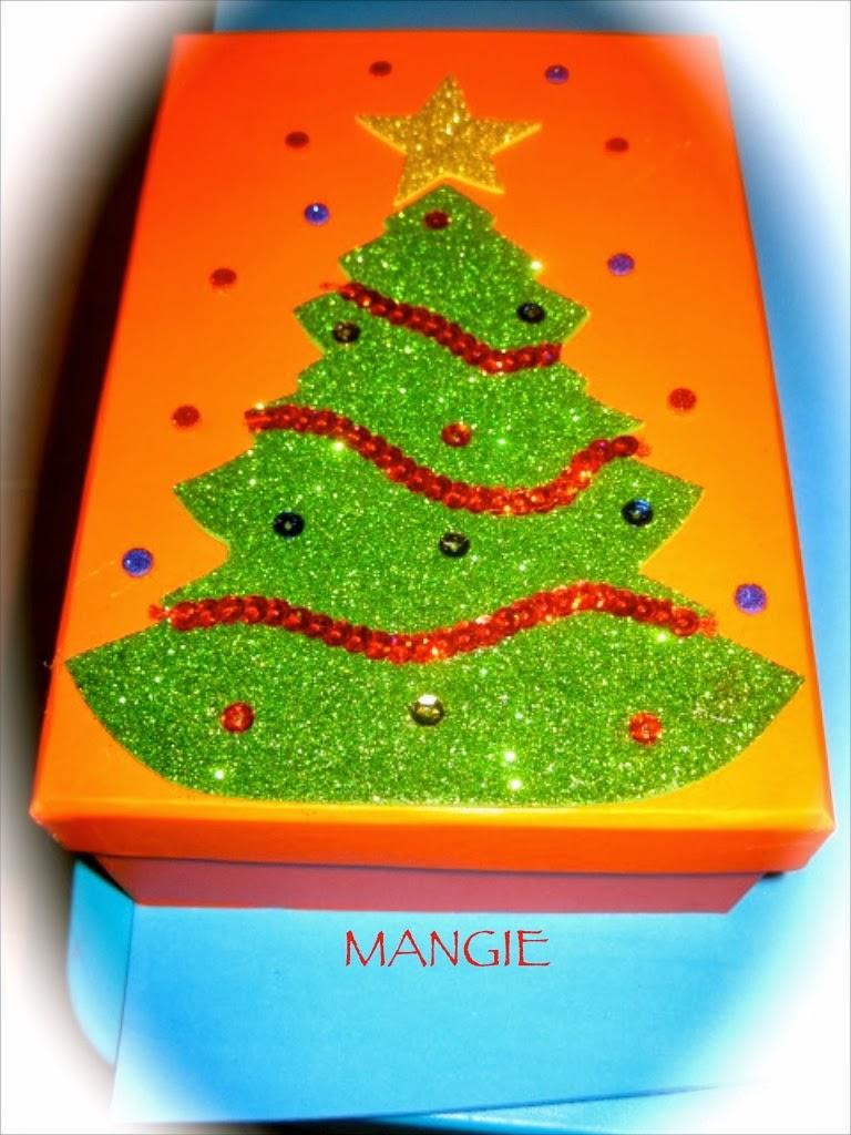 Cajas decoradas navidad foamy artemangie for Arbol de navidad con cajas de carton