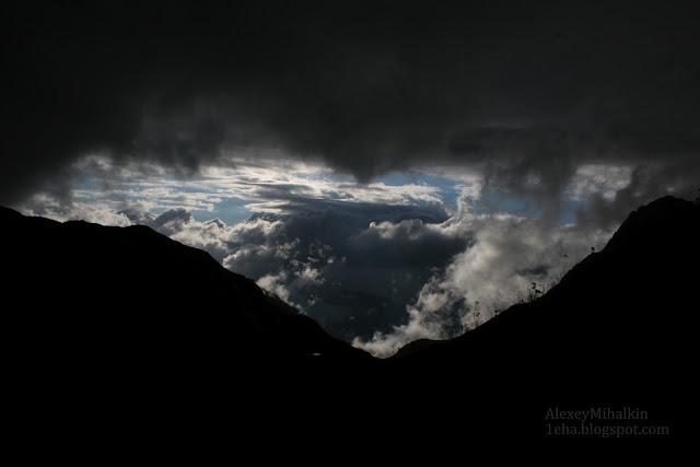 Многоярусные облака, вид с гор