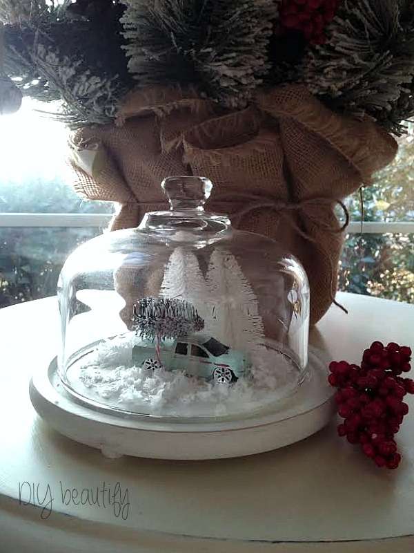Create a vintage-inspired Christmas cloche at www.diybeautify.com