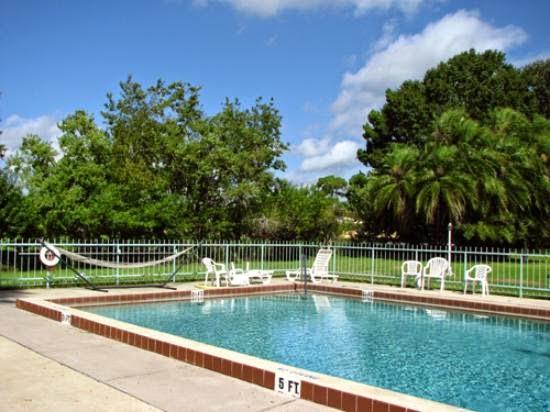 Palm Lakefront Resort & Hostel Orlando