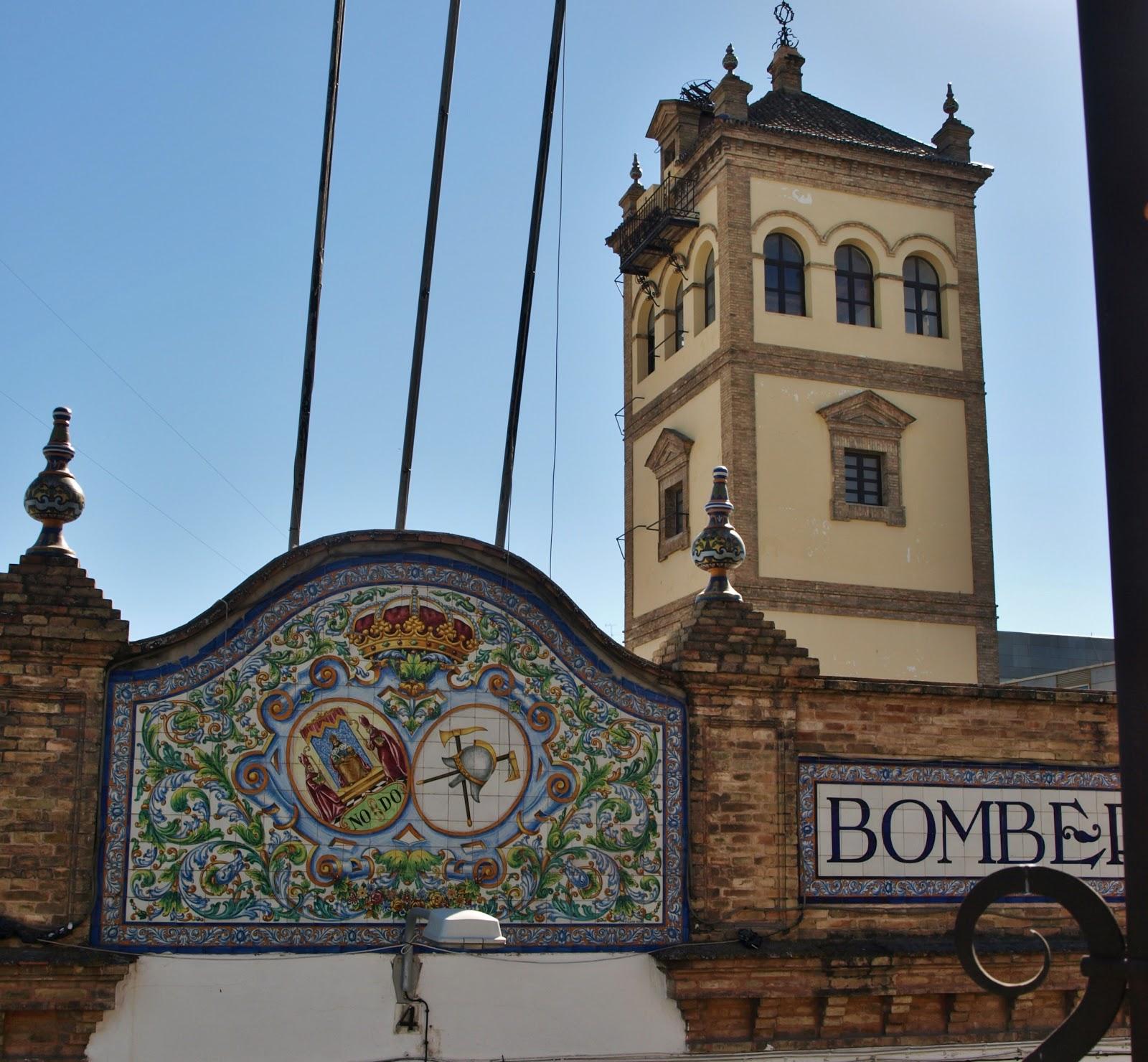 Sevilla Daily Photo Los Azulejos Del Parque De Bomberos