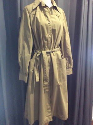 VINTAGE 70s Beige Trench Coat
