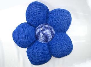 http://www.circulo.com.br/pt/receitas/decoracao/almofada-flor-azul