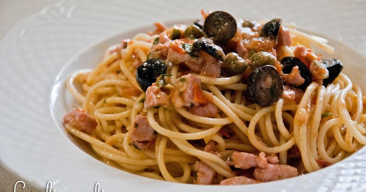 La lisca di pesce spaghetti con tonno fresco olive e capperi - Cucinare tonno fresco in padella ...