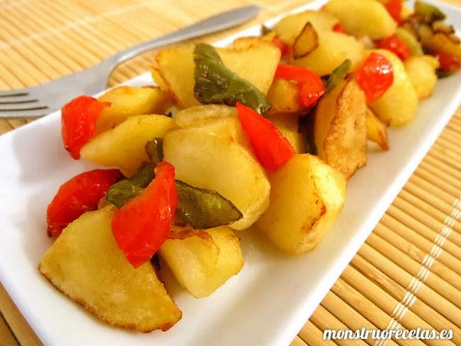 Patatas a lo pobre con pimientos el monstruo de las recetas for Cocinar patatas a lo pobre