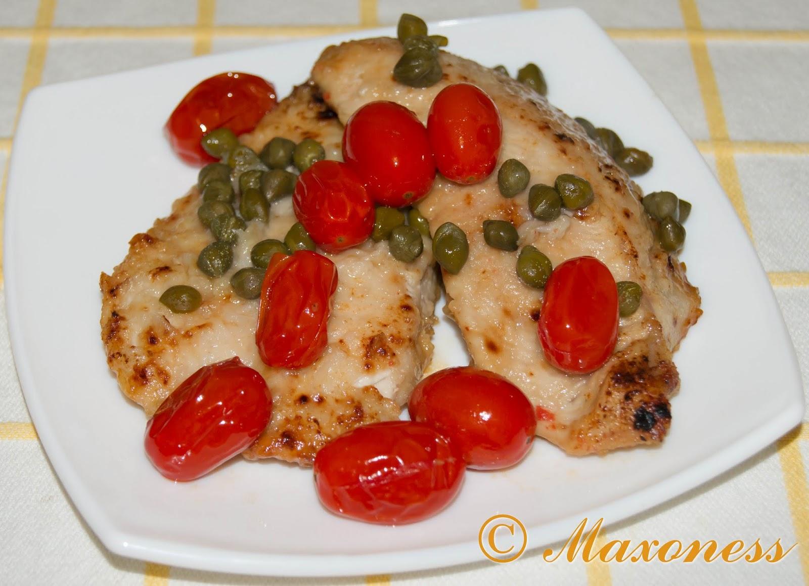Эскалоп из курицы с помидорами черри и каперсами