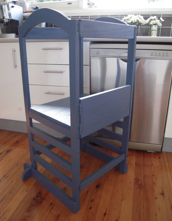 Free plans little helper tower nooshloves for Kitchen helper stool