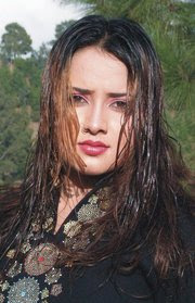 Pashto film drama actrss nadia gul cut pictures,wallpapers