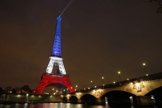 La Tour Eiffel s'illumine de bleu banc rouge pour trois jours