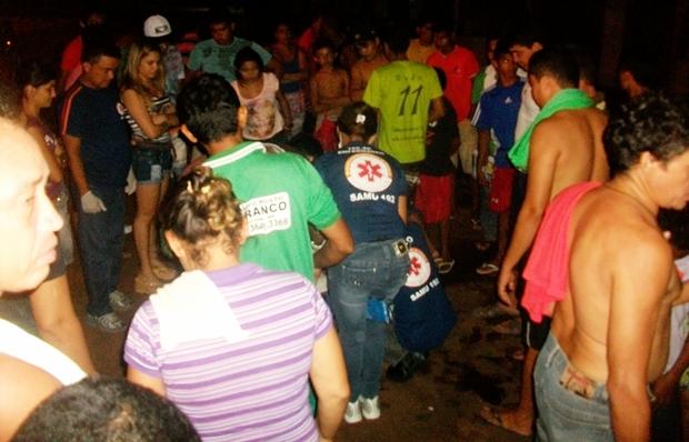 Equipe do SAMU prestando os primeiros socorros às vítimas (foto: Coroatá Online MA)