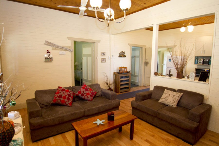 Anderl's Beachport Cottage Lounge