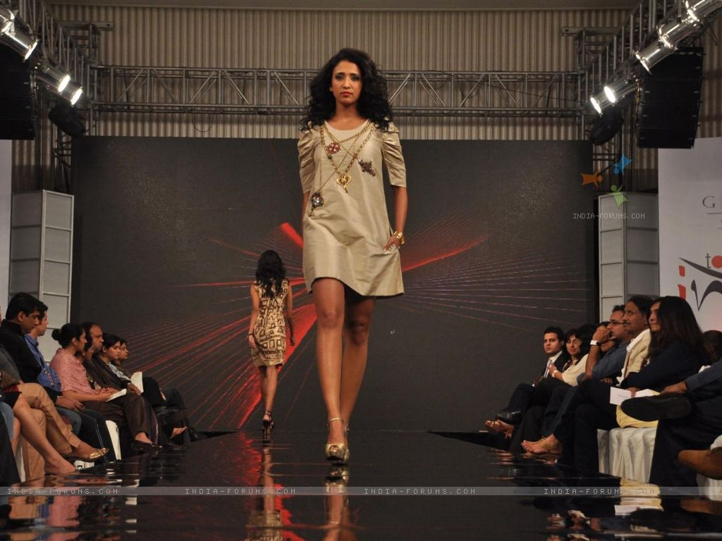 http://4.bp.blogspot.com/-lRCiraREAkw/Tk-w6PWCF6I/AAAAAAAAAaU/dv0gy6JLM1s/s1600/120501-models-walk-the-ramp-for-gitanjali-cyclothon-fashion-show-2011.jpg
