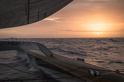 C'est très calme pour Spindrift 2 au beau milieu du Pacifique !