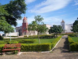Abadiânia, Goiás, Cidade de Abadiânia em Goiás, Igreja, Praça com Igreja