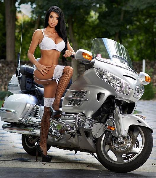 Desnudas en moto images 31