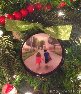 http://www.madtownmacs.blogspot.com/2013/12/diy-ornament-printed-picture-on-fabric.html