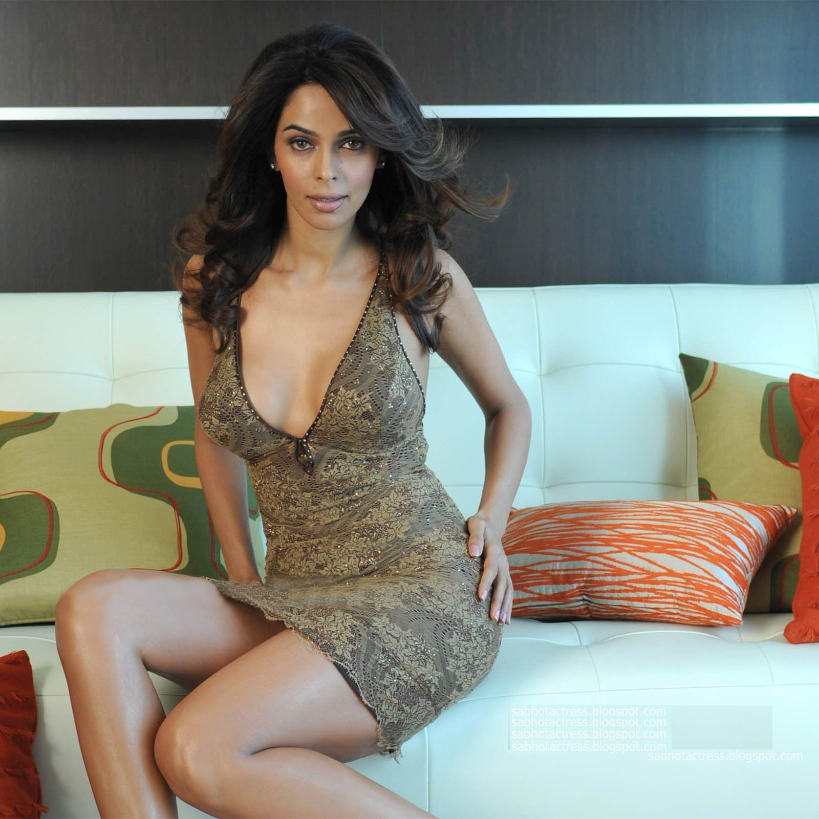 Mallika+Sherawat+Hot+and+Sexy+Thigh+Show+and+Cleavage+Show.jpg