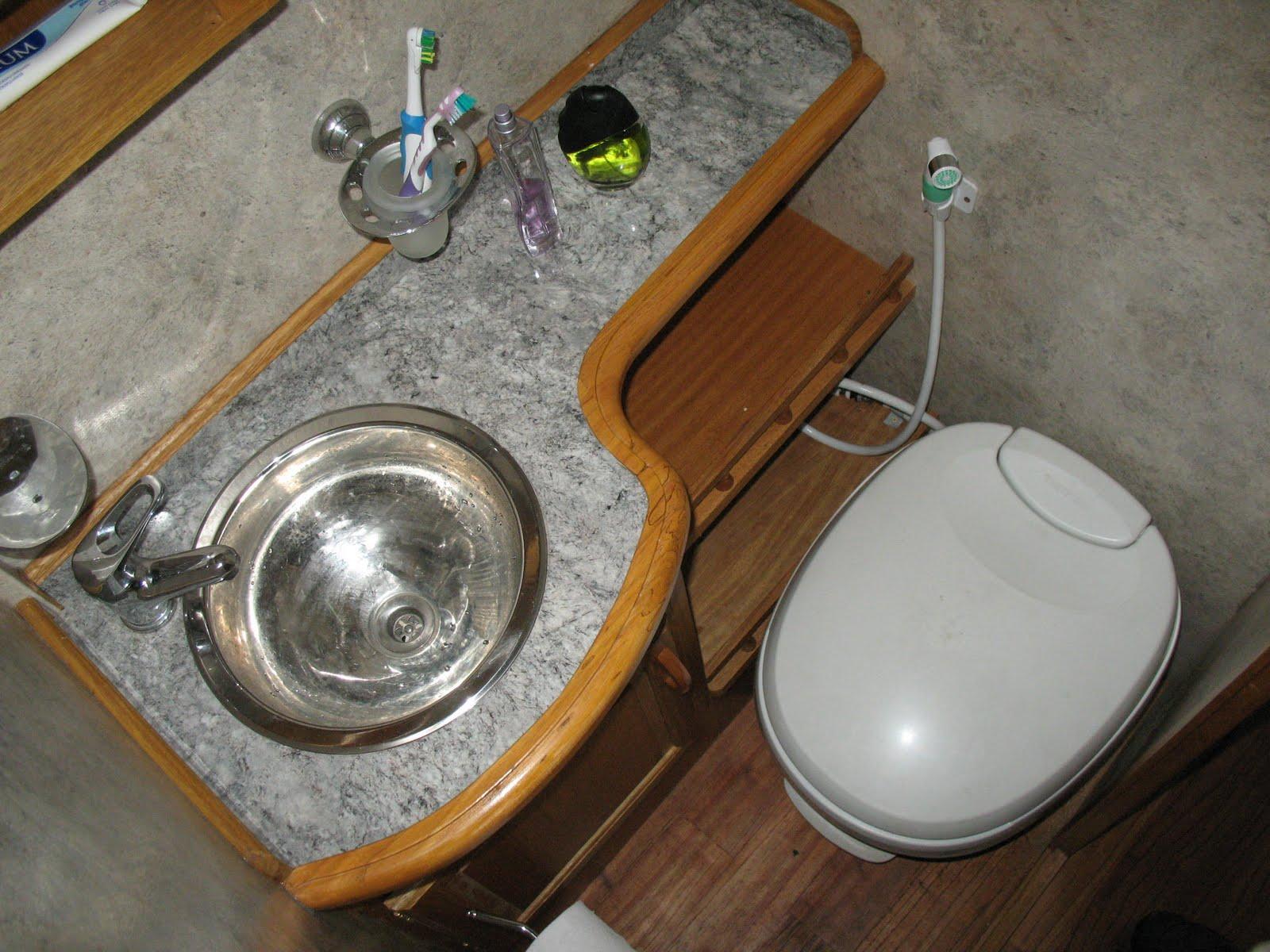 Botiquin Para Baño En Pvc:camara septica de 100 lts, con valvula esclusa , valvula esferica de