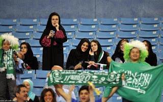 صور مشجعات سعوديات في استاد الملك فهد لمؤازرة منتخبهم الأخضر ضد الارجنتين